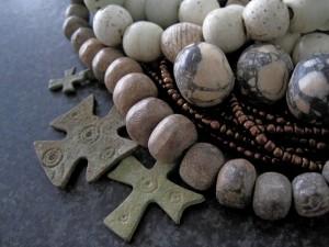 Byzantijnse en Kruisvaarders kruisjes, Hollandse Glaskralen, Mammoet been kralen
