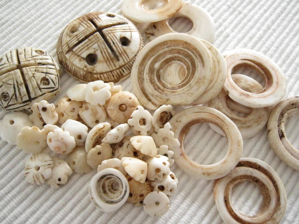 Diverse handelskralen - schelpen - Kleurrijke Wereld Sieraden