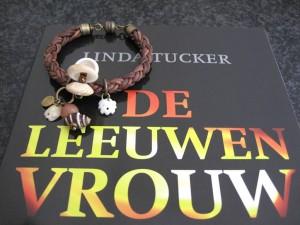 Leeuwenvrouw - Linda Tucker - kado Kleurrijke Wereld Sieraden